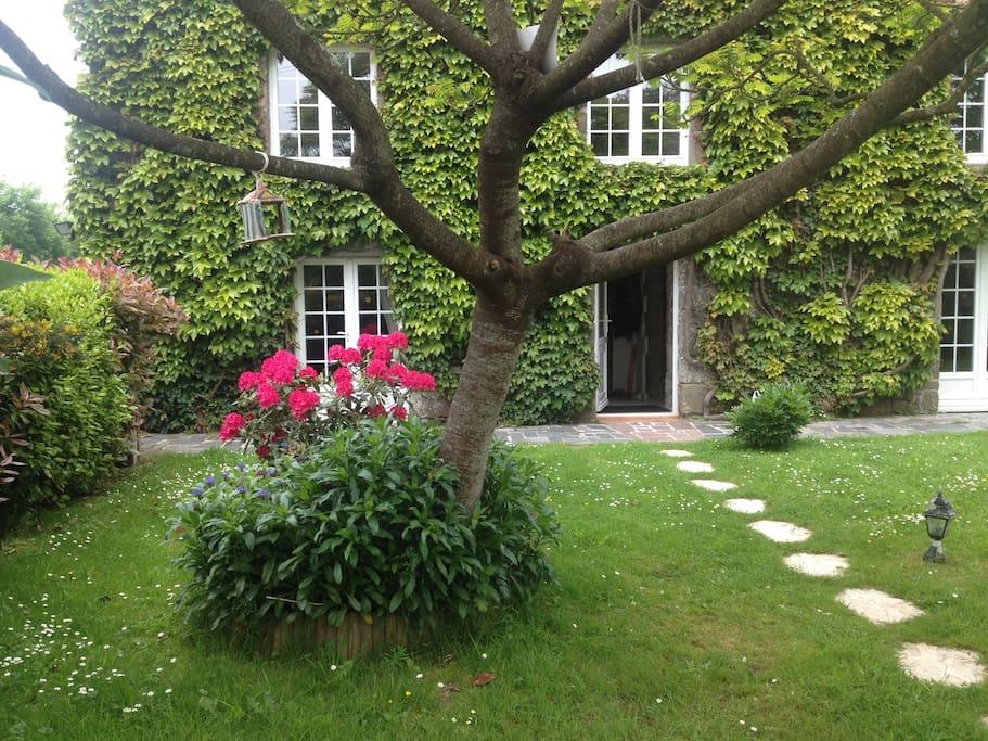 La petite maison houses for rent in saint planchers - La petite maison normandie ...