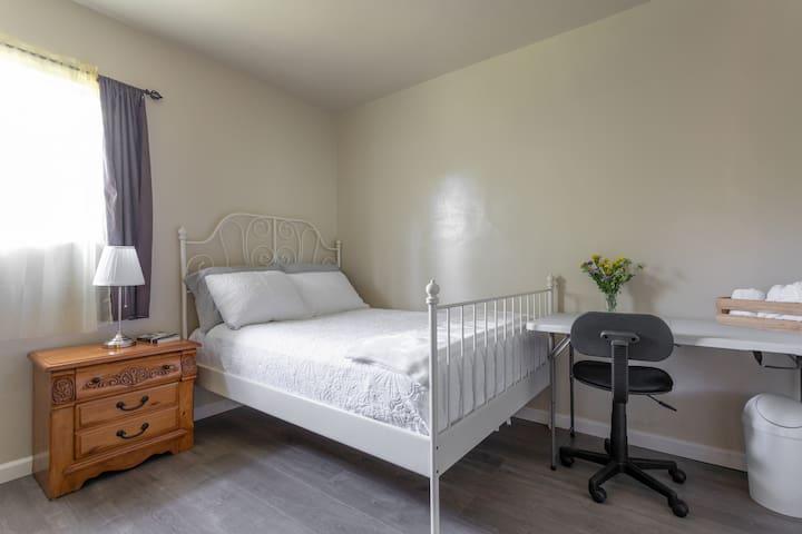 Peaceful Place in Beautiful Altadena- Room #3