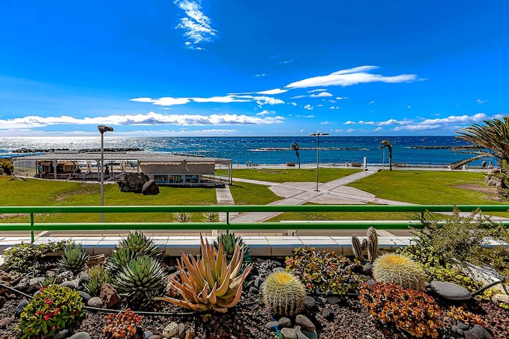 Apartment in complex Altamira with direct sea view