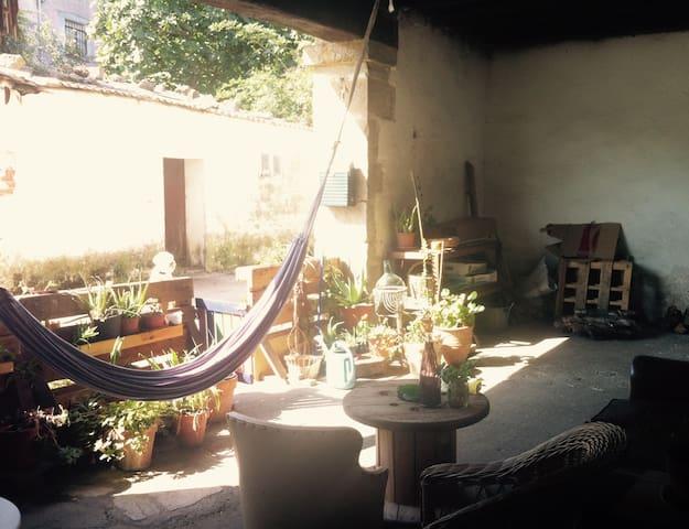 Habitación en casa de pueblo a 2km de las playas.