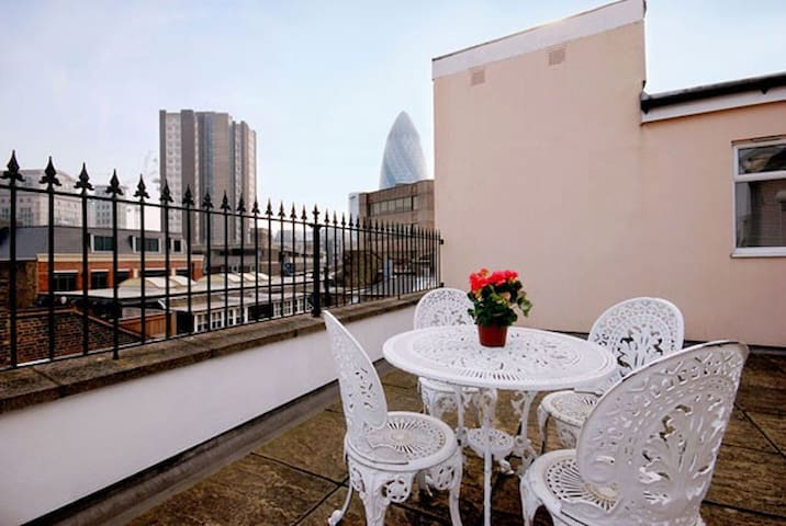 Gorgeous 2 Bedroom Penthouse in Liverpool Street