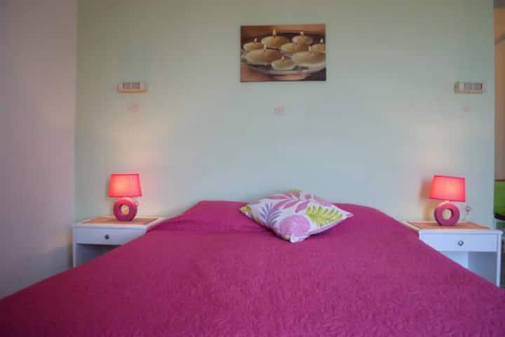 Green Garden- Pink room