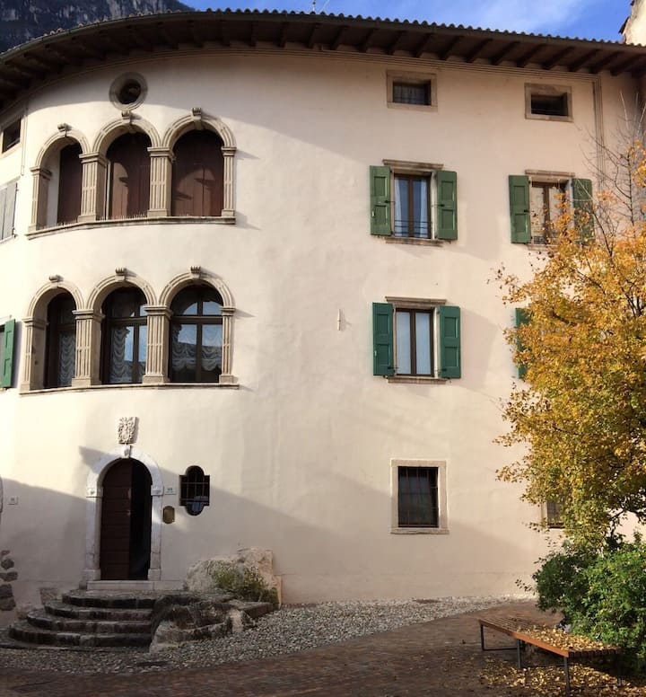 Family house enclosed in ancient Riva