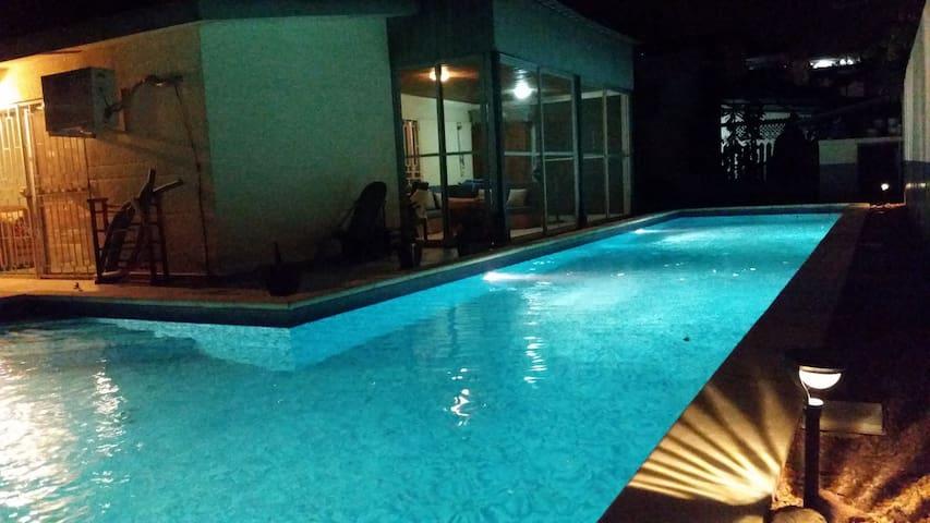 Large piscine couloir de nage L