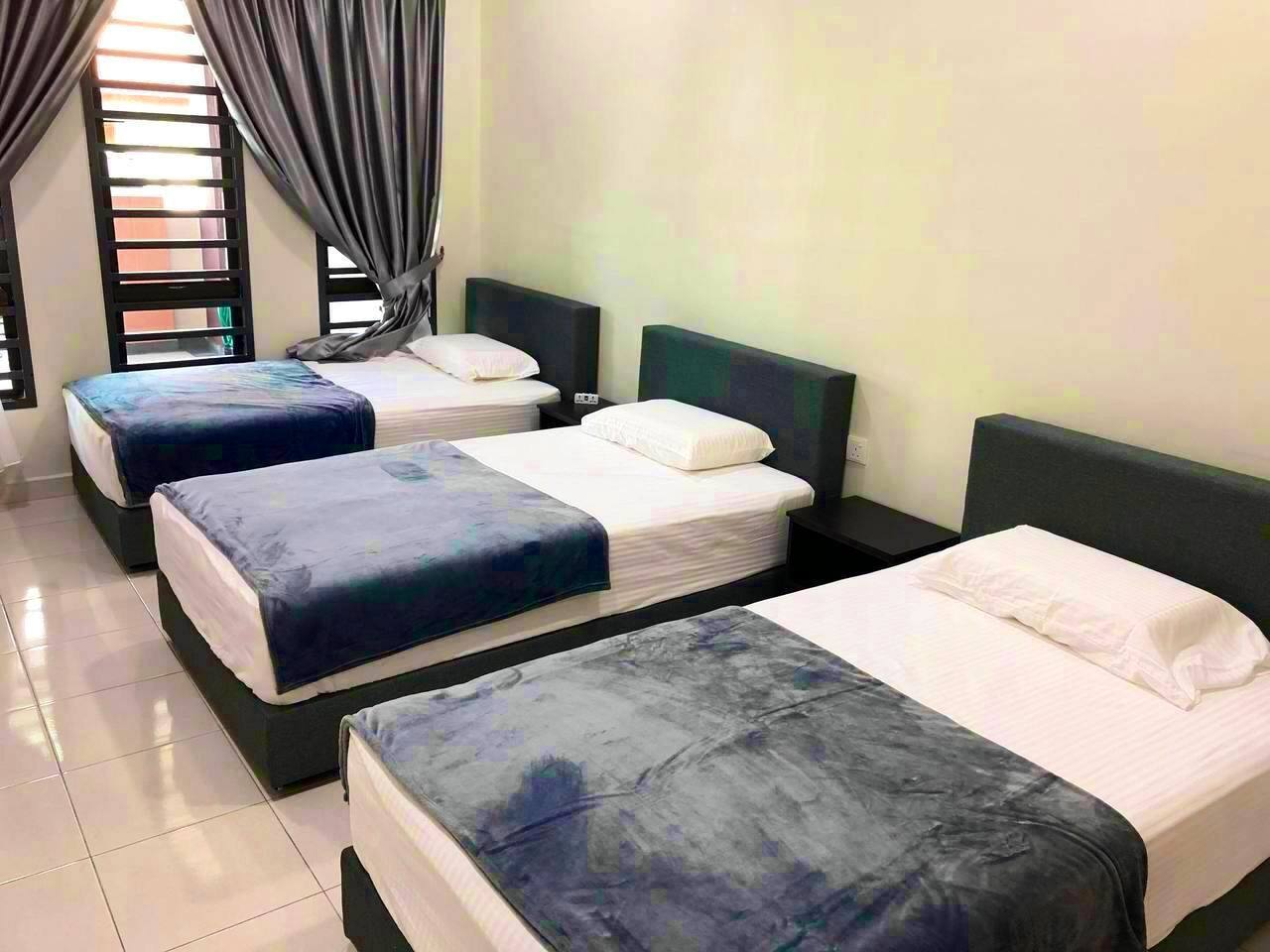 3 super single bed , 5 star hotel pocket spring mattress and latex pillow