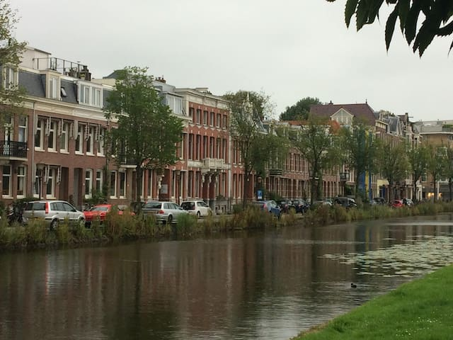 Lovely spacious appartement with canal view