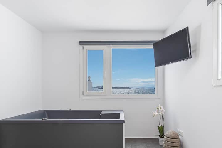 Executive Sea View Suite with Indoor Hot Tub