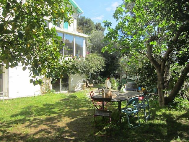 Maison sur les hauteurs de Toulon - Toulon - House