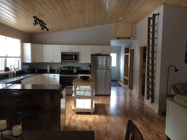 Quiet 2 Bedroom Apartment in Trenton near Acadia