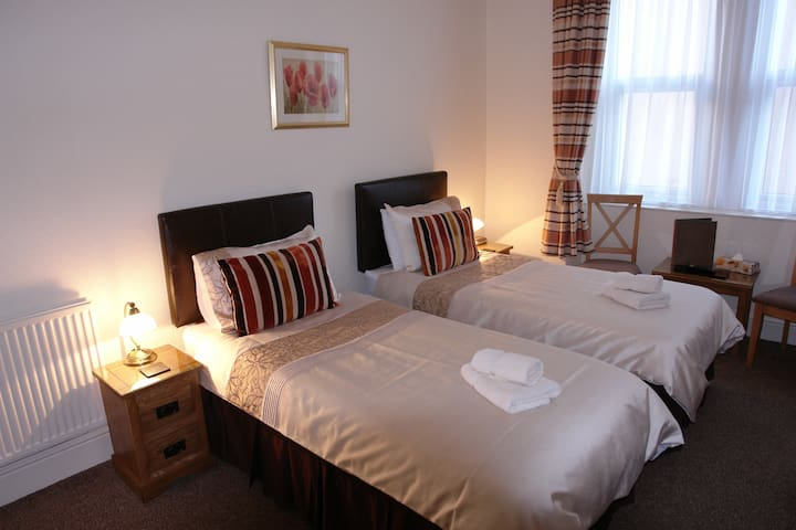 Twin Room in Cedar Lodge, Llandudno