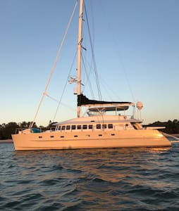 Luxury 65ft Sailing Yacht - 4 Bedroom - Paradise Point