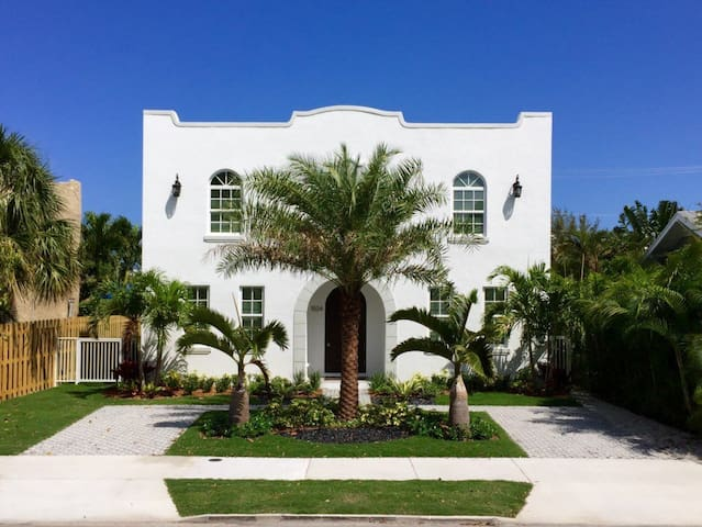 """""""Rent This Luxurious Furnished Villa-The Grace FitzPatrick"""""""