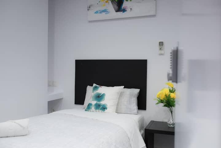 Céntrica habitación Individual Baño privado Málaga