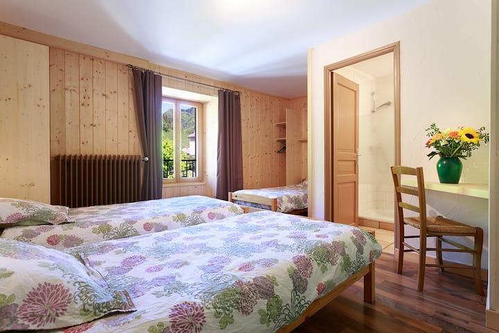Chambre de 3 personnes avec lits simples