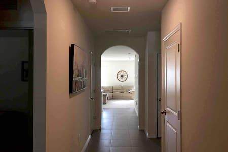 Comfy Cozy Home - Conveniently located