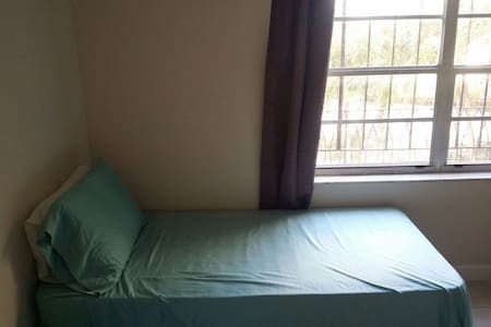 One bed/Room in Apt. near MIA int'l - Miami Springs