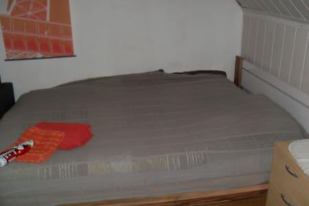 Vermiete schönes Zimmer - Neunkirchen