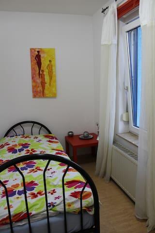 Einzelzimmer m.WC&WB/Dusch.option.,gem.Küche&Wohn.