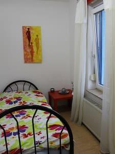 Einzelzimmer m.WC&Waschbecken,gemeins.Küche&Wohnr. - Gotha