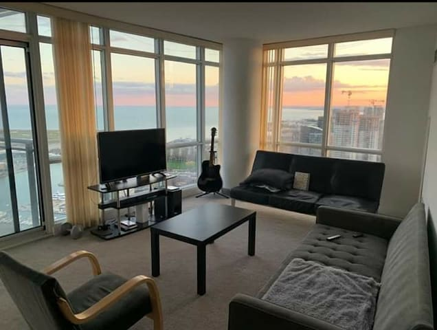 Corner Lake-view unit in cityplace