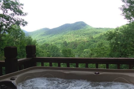 Gorgeous Mountain Views-Hot Tub-Weekday Specials