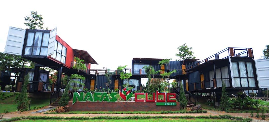 Cozy cabin unit near Putrajaya, Cyberjaya & KLIA