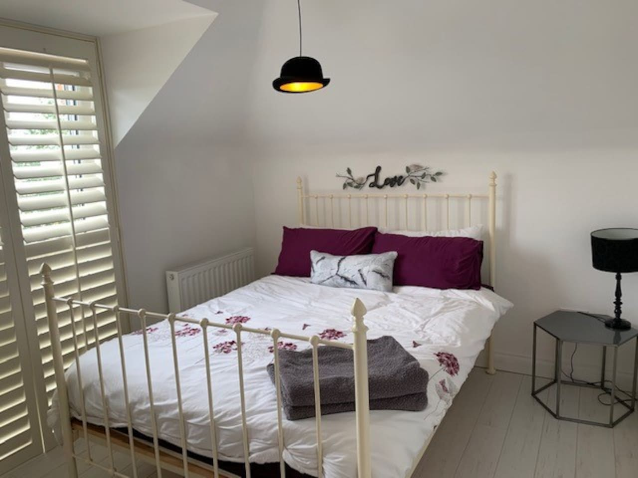 A calm and stylish bedroom