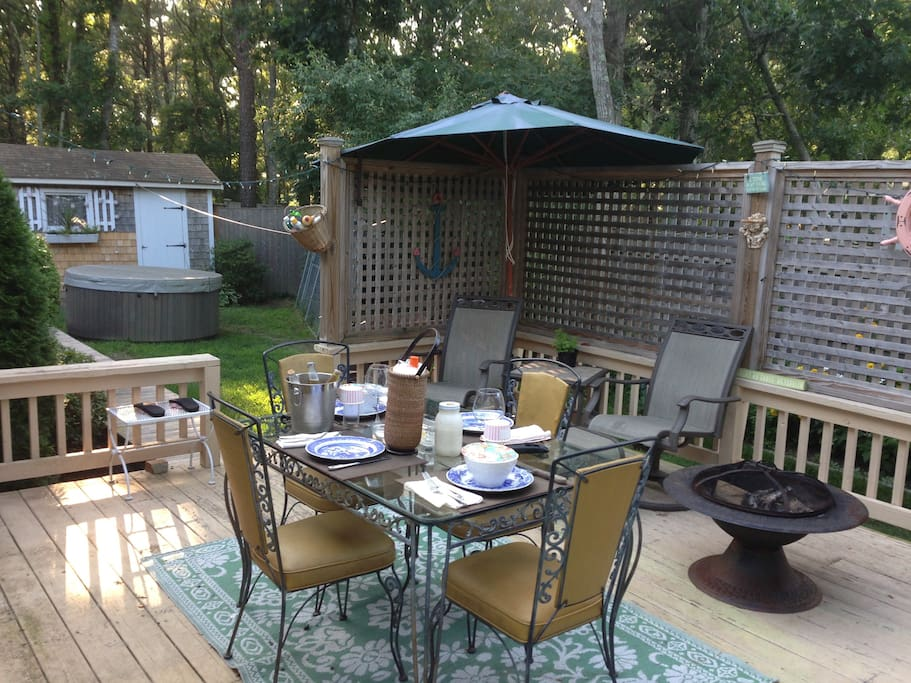 Private deck in back yard, perfect for grilling&clambakes!