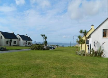 Kinsale Coastal Cottages, Garrettstown Beach,  Kinsale, Co. Cork, Sleeps 8 - Kinsale - Rumah