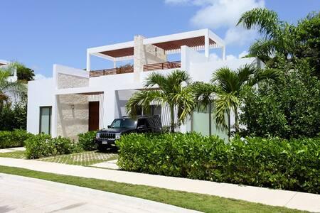 Luxury villa in Bahia Principe golf course - Tulum