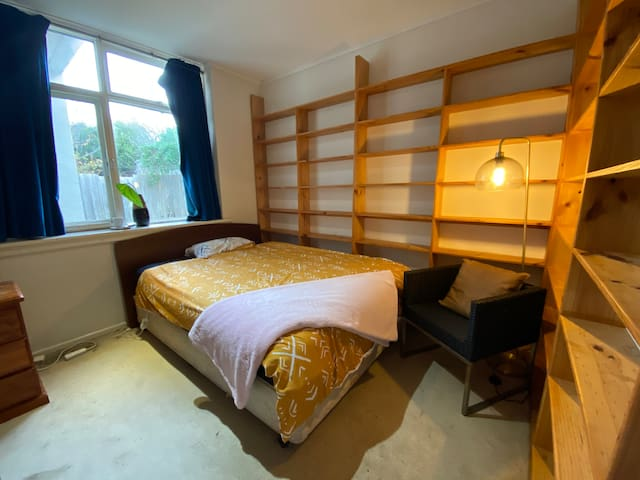 Doncaster一楼舒适安静房间comfy bedroom with lock