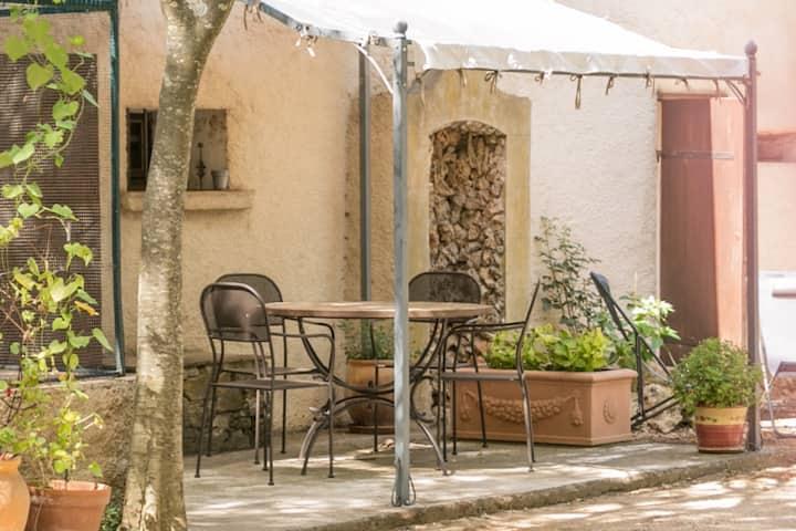 Apigite, charmant petit appartement provençal