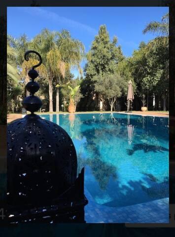 Suite vue piscine avec petit déjeuner - Casablanca - Casa