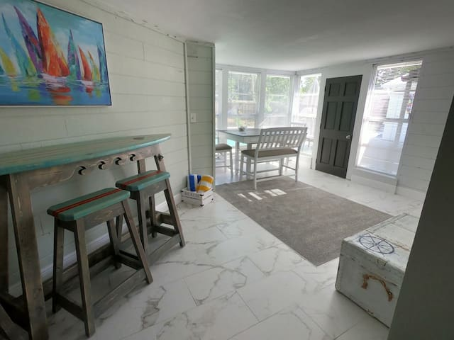 ★ Coastal gem ★ Pool ★ 15 min to Casey/Siesta Key★