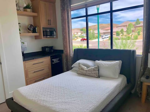 Private Casita with kitchenette 25min from Zion.