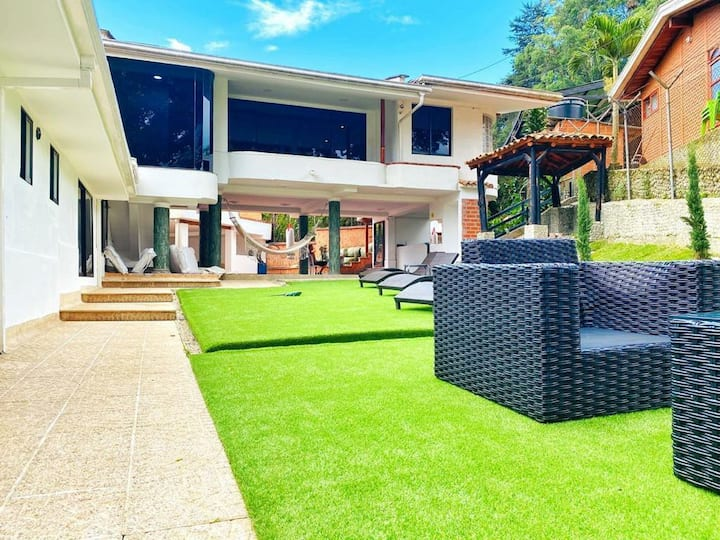 bachelor party  villa with club and 10  rooms