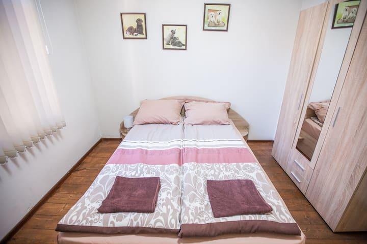 Bedroom1 Comfortable queen bed with memory foam mattress!