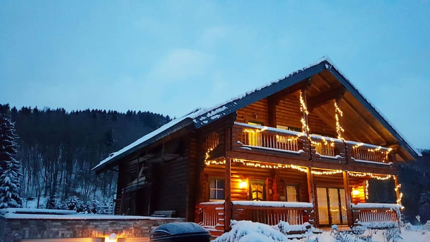 Wunderschönes grosses Eifel-Holzchalet mit 180qm - Hellenthal - Ház
