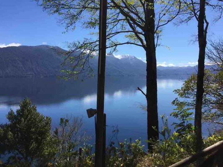 Caburgua Silver Lake Lodge, quiet millenary forest