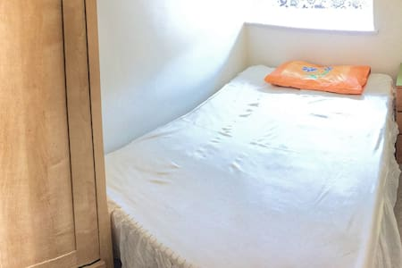 1 Room available near Chesterfield Royal Hospital - Chesterfield - 独立屋