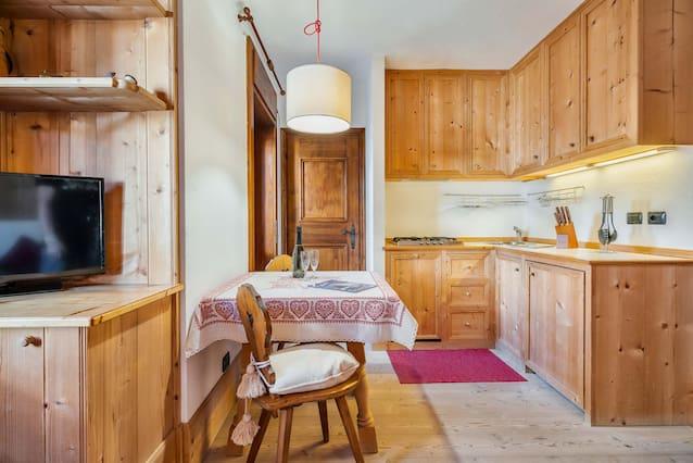 Tavolo Classico Allungabile 4 Metri.Airbnb Corso Italia Vacation Rentals Places To Stay