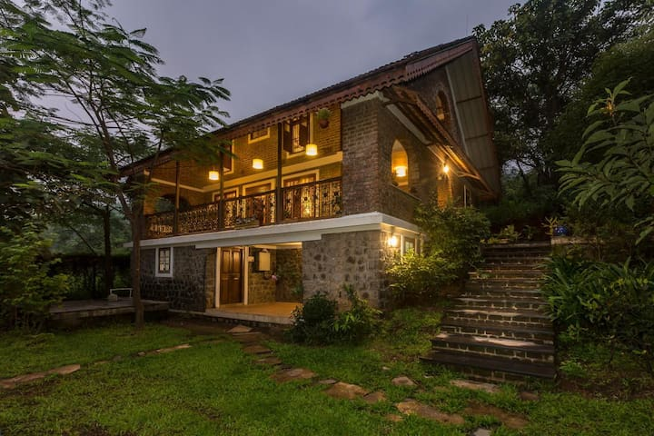 Tridib - 2 Bedroom Stone Cottage in Mulshi