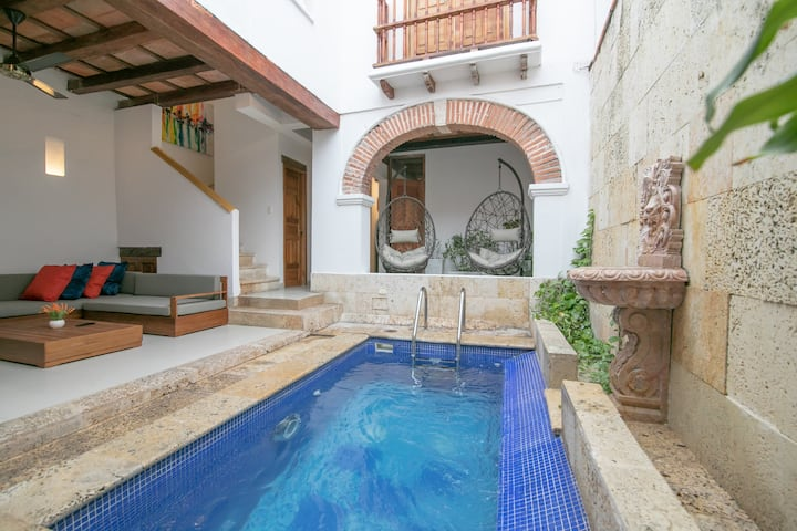 4 Bedroom Luxury Mansion in Best Location Old City
