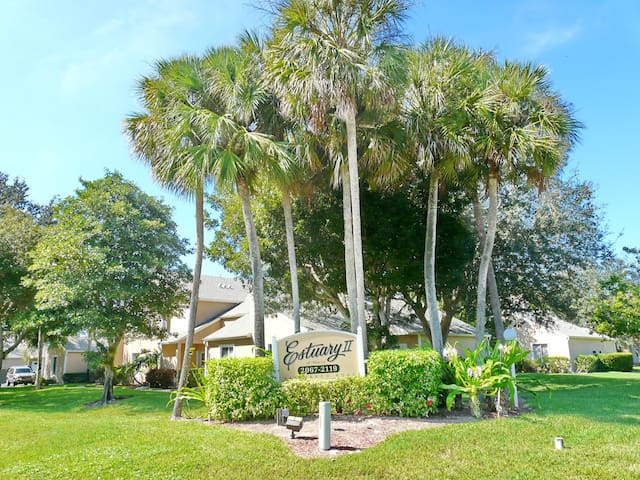 Quiet, relaxing condo w/ heated pool just a short drive from the beach