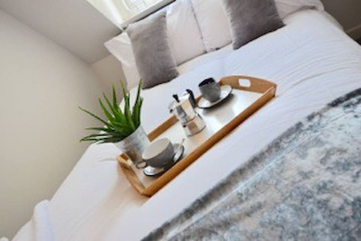 Cosy, large double bed