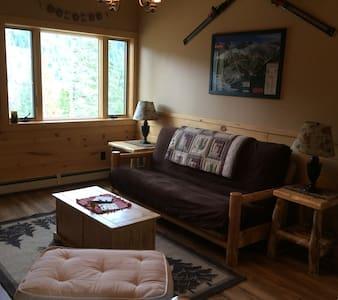 Brand New Rocky Mountain Log Garage Apartment! - เอเวอร์กรีน