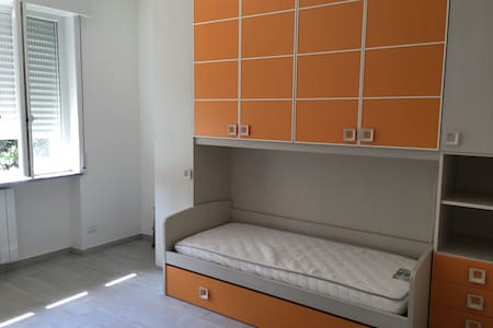 Stanza privata vicinanze stazione FS - Abbiategrasso - 公寓