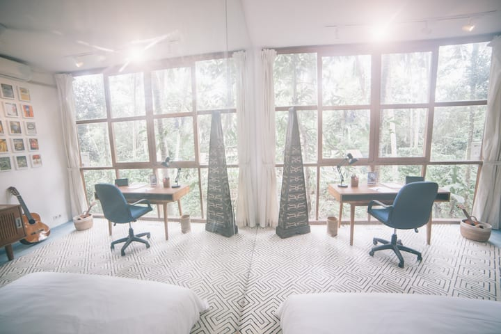 ★★PARALLEL UNIVERSE★★ Room in Artist Residency