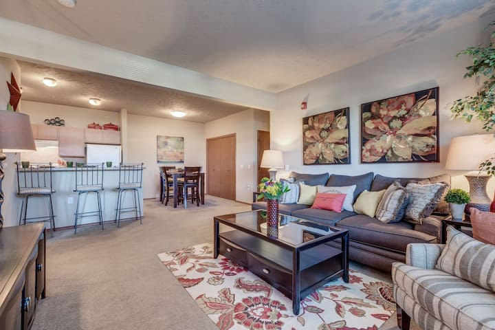 Professionally maintained apt | 4BR in Cheney