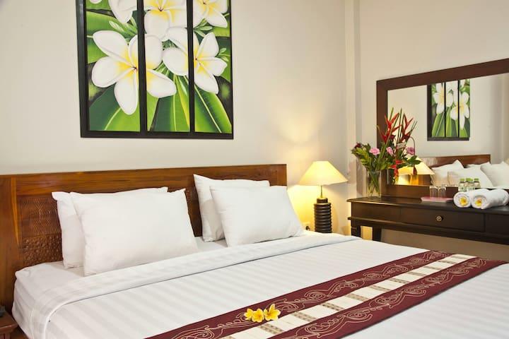 Jepun Kuta GuestHouse- Balinese Style + FREE WIFFI